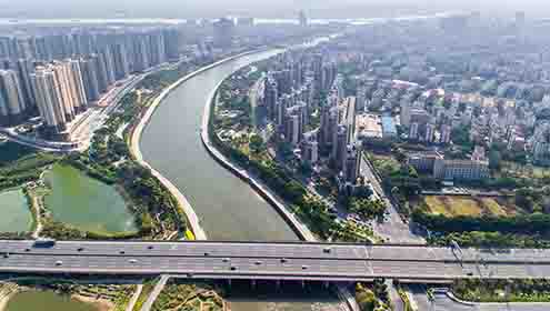 The Sanshui left and right bank park with beautiful scenery, is located on both sides of the southwestern river. It is a good place for people to relax.